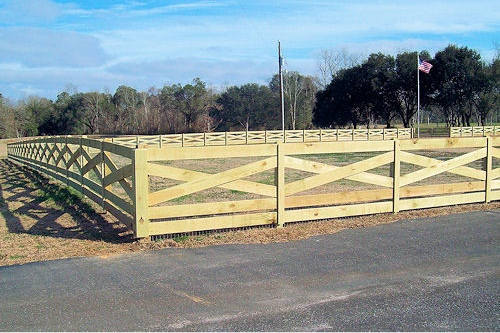 4ft Crossbuck fence with beveled posts and fascia 036